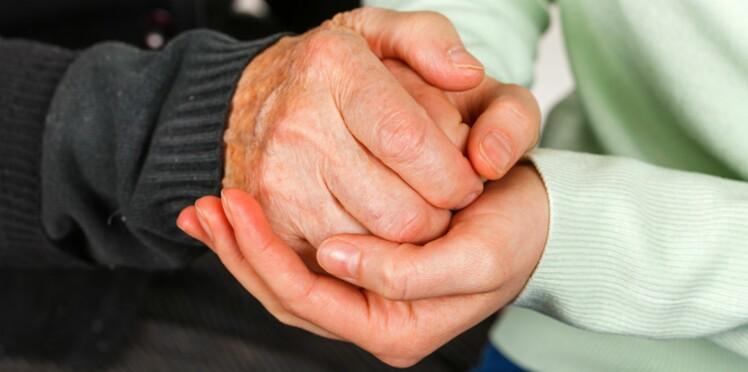 Parkinson: Michel Cymes au secours d'un malade (vidéo)