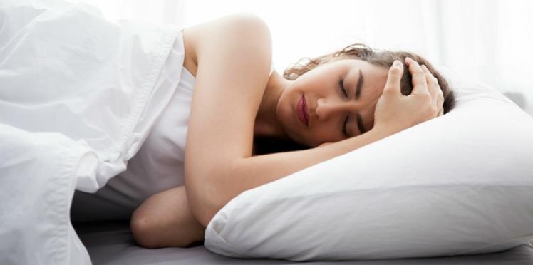 Pourquoi il vaut mieux dormir sur le côté gauche