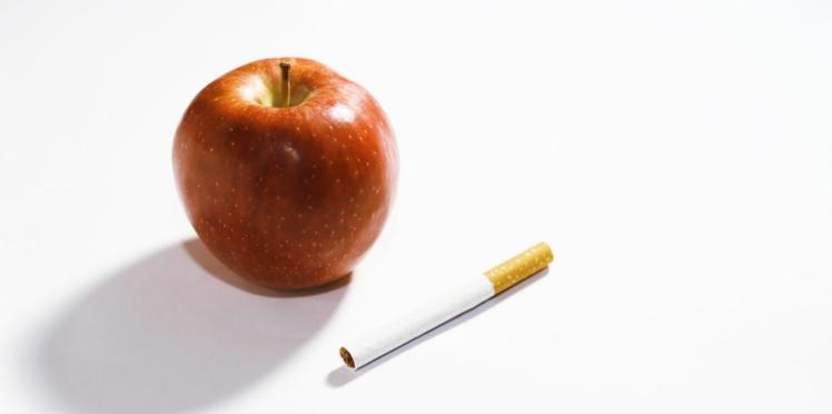 Santé: pourquoi les fumeurs devraient manger plus de pommes et de tomates