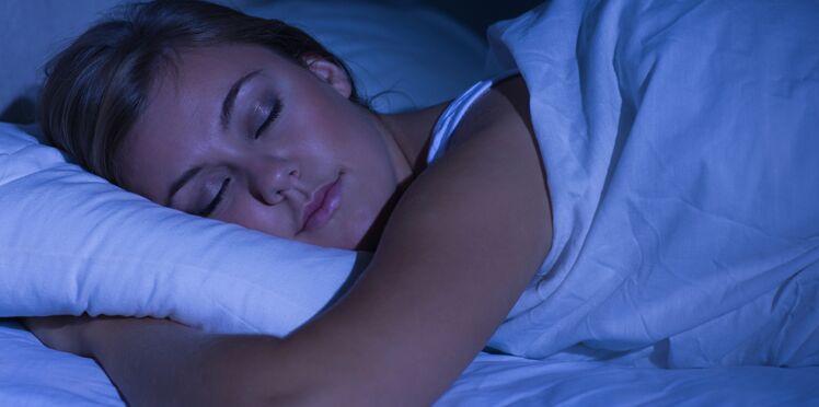 Le « sleeping beauty diet » : la technique dangereuse et alarmante qui circule sur le web pour perdre du poids
