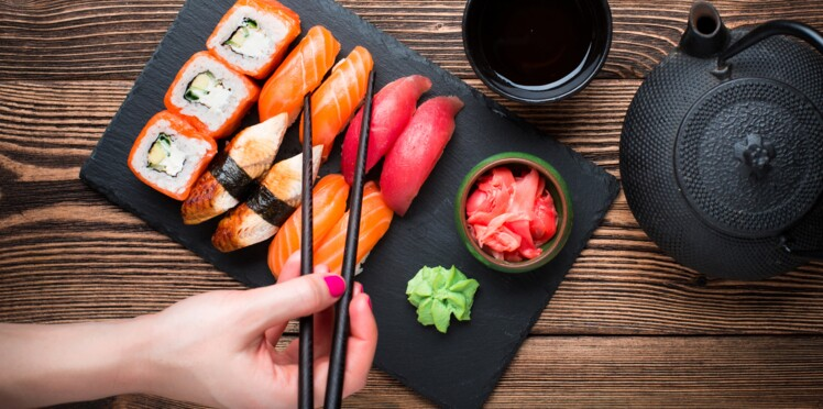 Il mange des sushis et se retrouve avec un ver parasite d'1,70 m dans les intestins