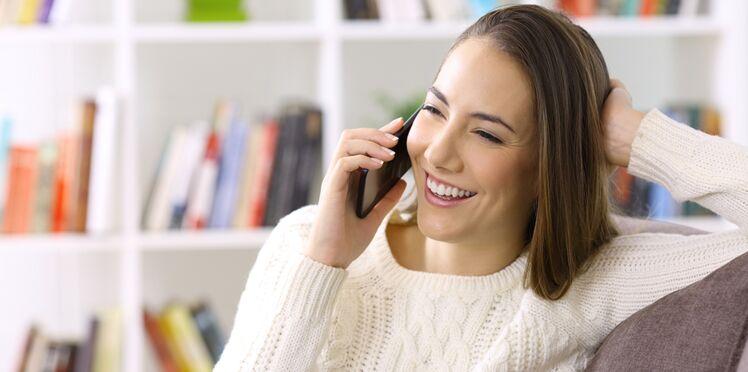 Acné, pores obstrués… Comment le téléphone détériore votre peau