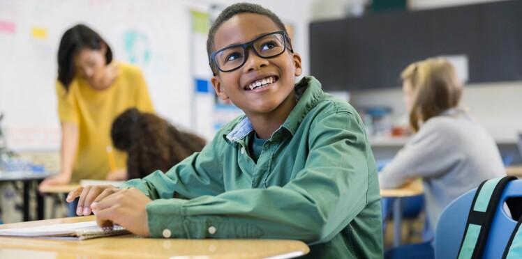 Le temps passé à l'école renforcerait le risque de myopie