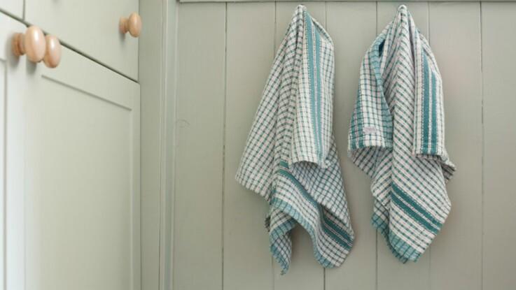 Les torchons sales peuvent causer des intoxications alimentaires : à quelle fréquence faut-il les laver ?