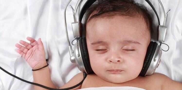 10 % des enfants en bas âge s'endorment avec un casque ou des écouteurs