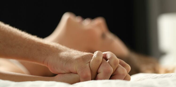 Un homme reste coincé dans le vagin de sa maîtresse