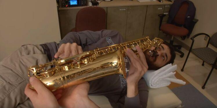 Atteint d'une tumeur au cerveau, il se fait opérer en jouant du saxo