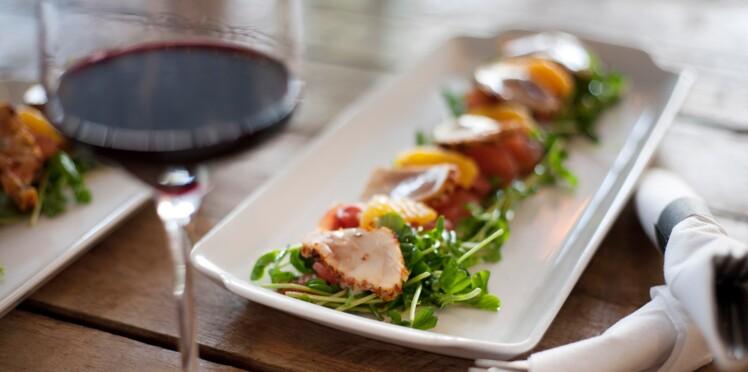 Un verre de vin rouge au dîner, bénéfique pour la santé ?