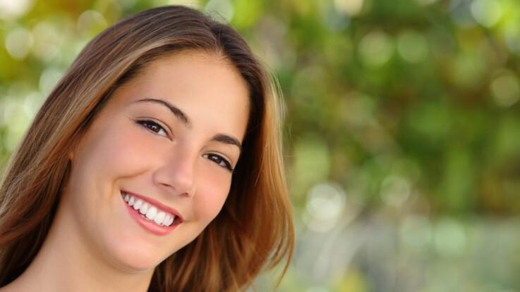 Blanchiment des dents : nos solutions 100% naturelles pour un sourire éclatant
