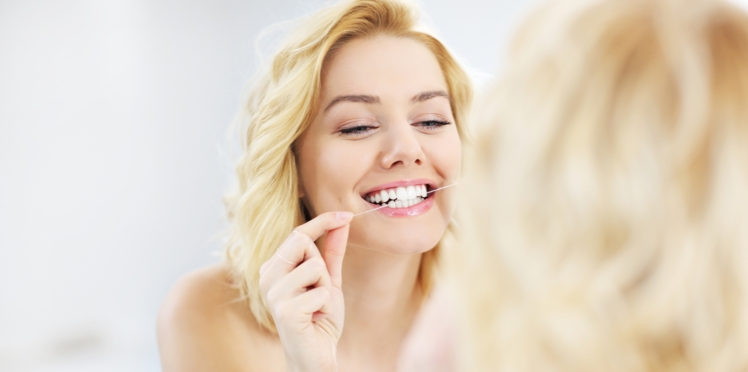 Fil dentaire : faut-il l'utiliser avant ou après le brossage ?
