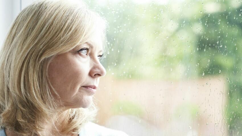 Alzheimer : la dépression et l'insomnie, deux symptômes qui doivent alerter