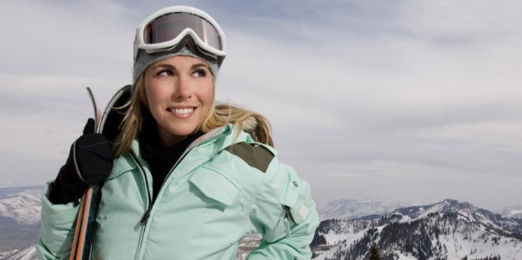 0543ab037b97cb Ski   comment bien protéger ses yeux à la montagne     Femme ...