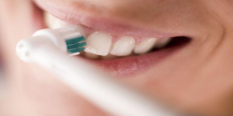 Pourquoi privilégier la brosse à dents électrique ?