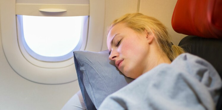 Comment bien dormir en avion