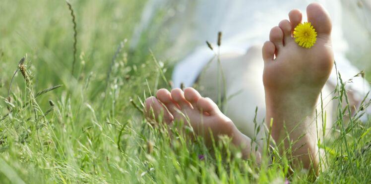 Corne, durillons : comment prendre soin de ses pieds pendant l'été?