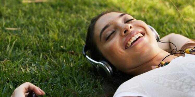 Usage abusif du casque audio chez les jeunes : leur audition menacée