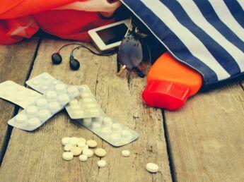 Vacances : les produits indispensables à glisser dans sa trousse de secours
