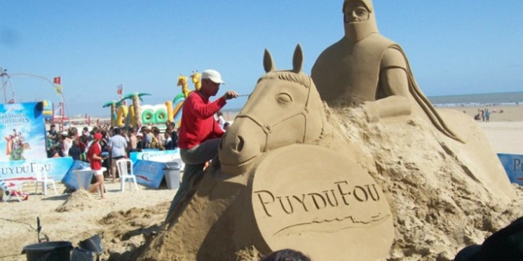 Des sculptures de sable du Puy du Fou sur nos plages