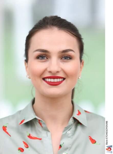 Djellza, 25 ans, étudiante en pédagogie, habitant en Suisse.