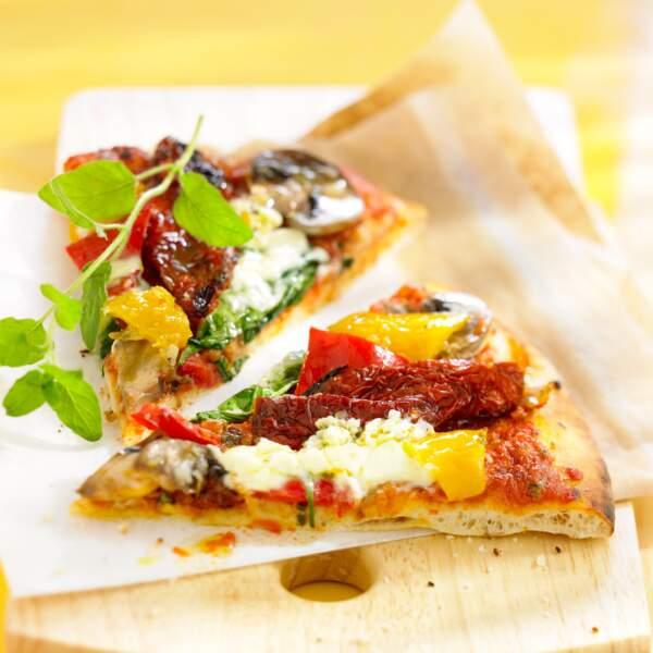 Pizza aux poivrons et tomate séchée