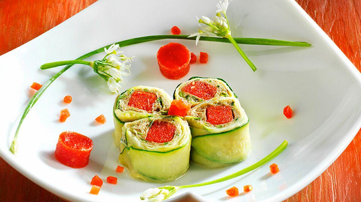 Maki de caviar d'aubergines et tomates concassées à la courgette parfumée au gingembre