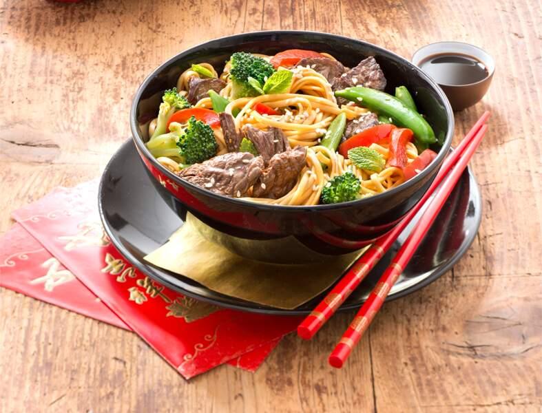 Nouilles sautées au bœuf et petits légumes