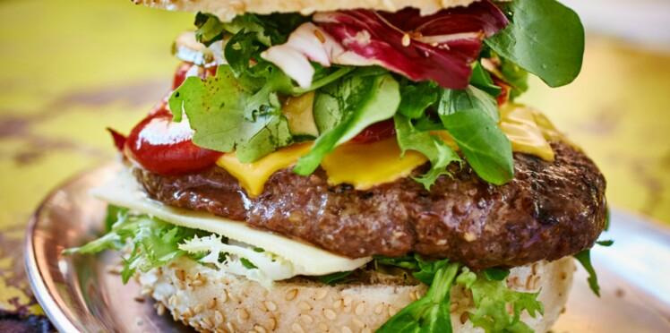 On connaît la composition du burger préféré des français !
