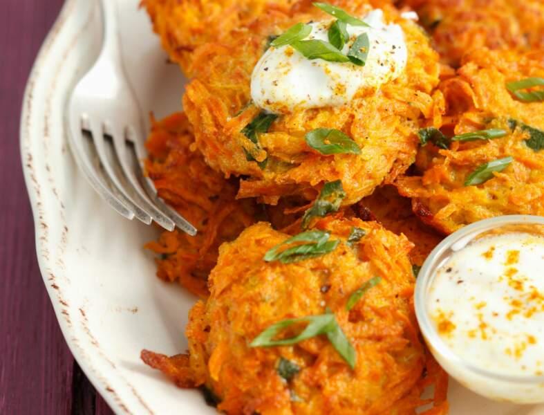 Paillassons de carottes, sauce au yaourt
