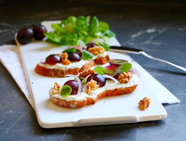 Tartines aux raisins et noix