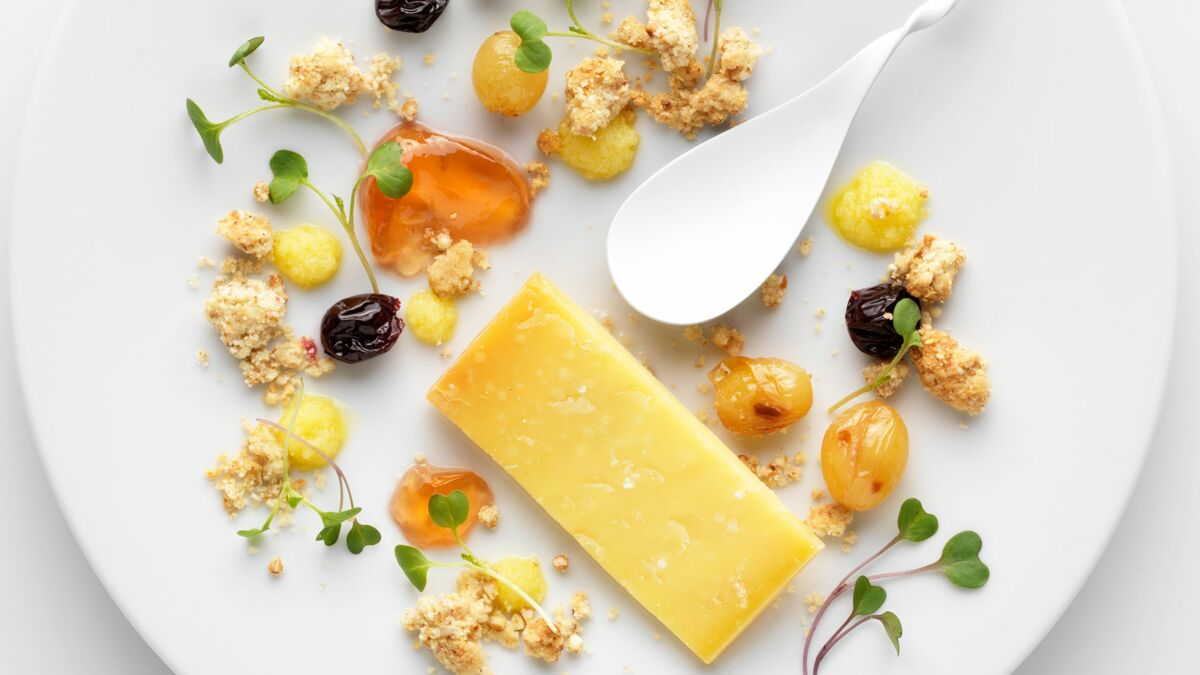 Comté au crumble de sarrasin, coing et raisins