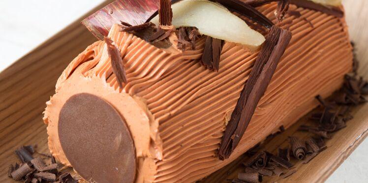 Bûche crème au beurre, glaçage chocolat et poires