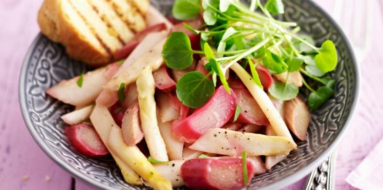 Duo de rhubarbe et d'asperges en salade gourmande