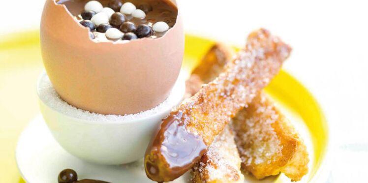 Oeufs au chocolat coulant et ses mouillettes de pain perdu