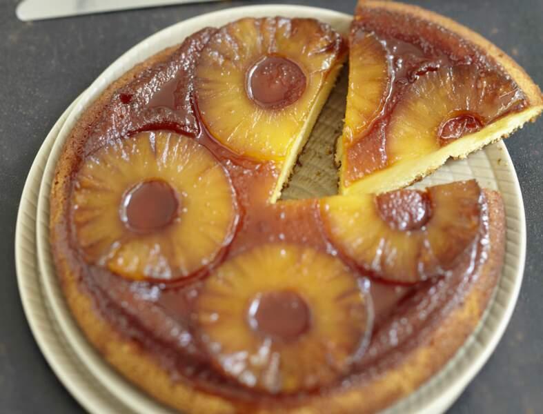 Gâteau au yaourt caramélisé à l'ananas