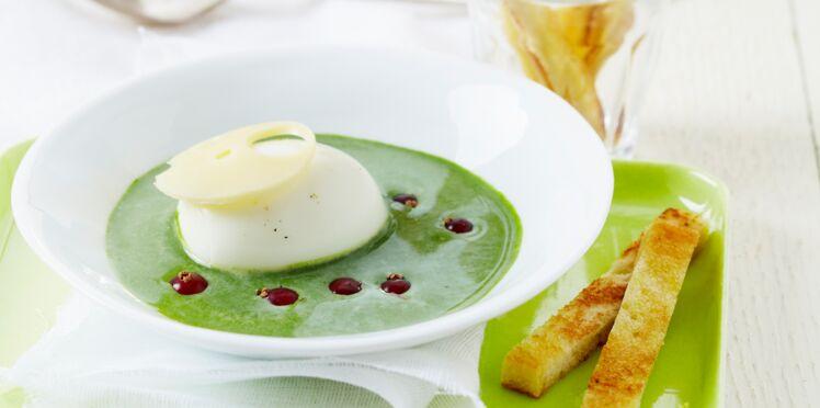 Crémeuse d'épinards au St Môret® , oeuf mollet, groseilles et wasabi