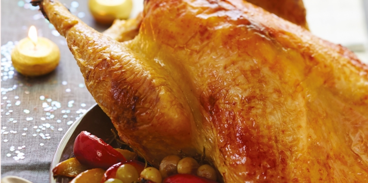 Dinde rôtie sauce au Jurançon, poire au vin et palets aux noix