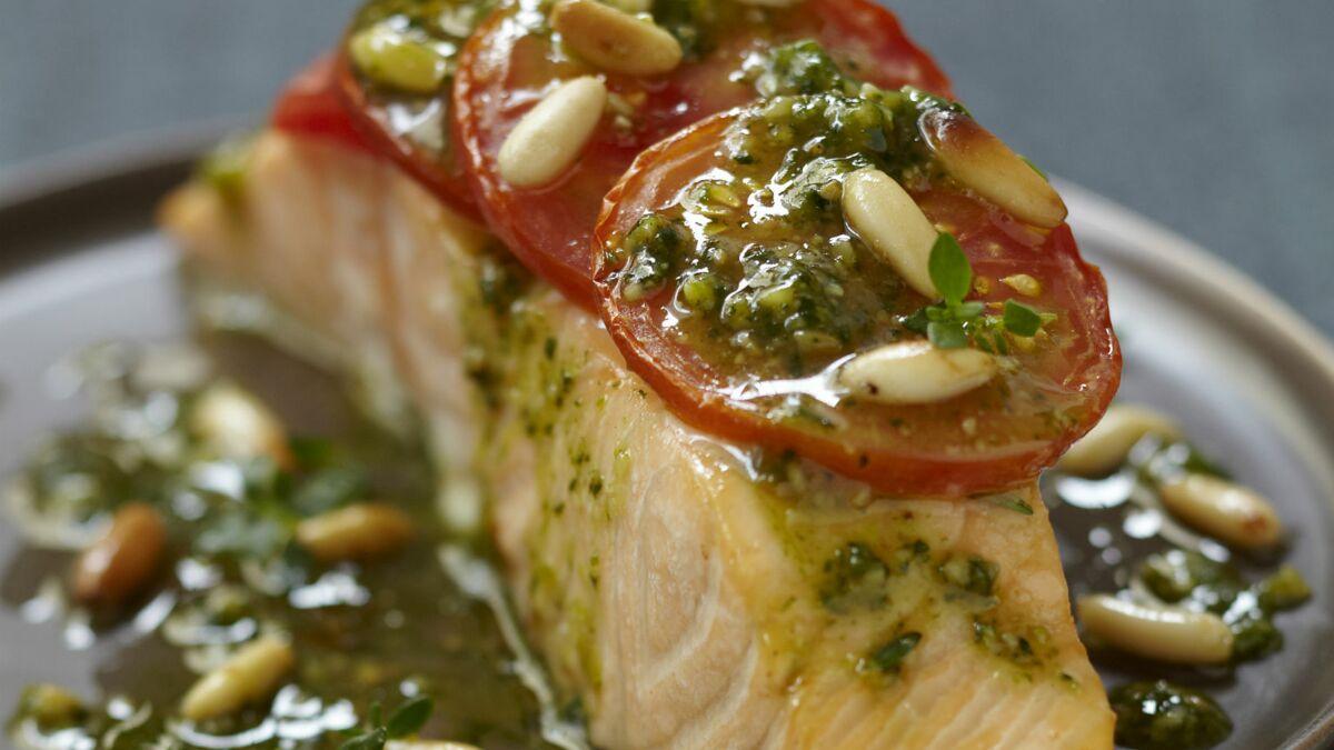 Pavé de saumon à la tomate et au pesto