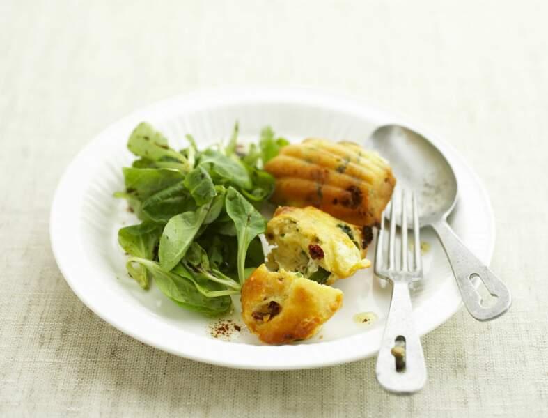 Madeleines salées aux tomates séchées, mozzarella et basilic