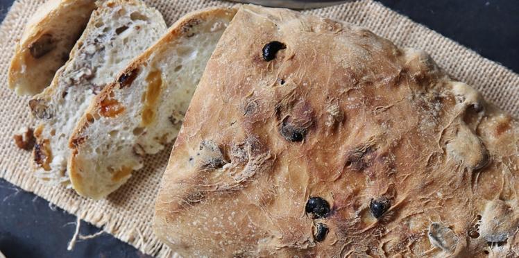 Pain aux noix de pécan et raisins