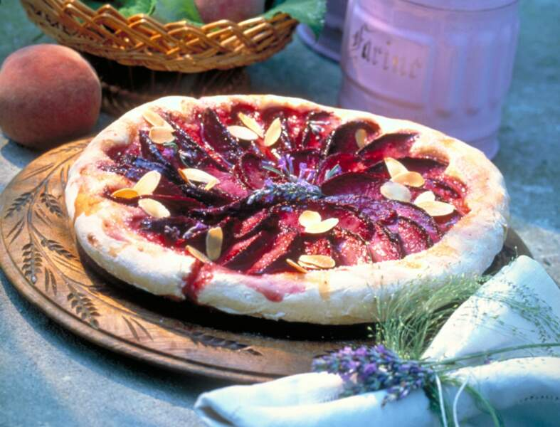 Pizza aux pêches et romarin