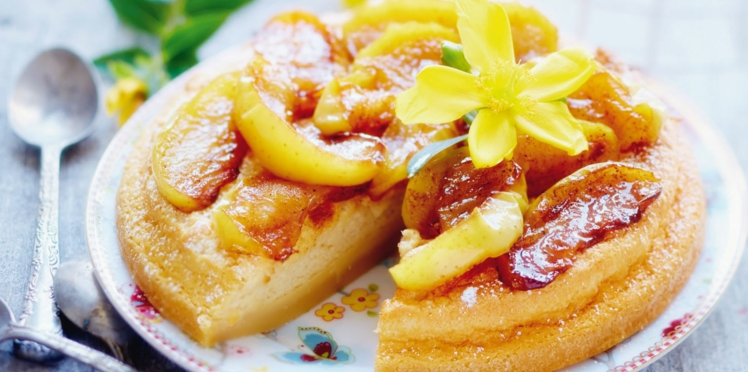 Gâteau magique au caramel et pommes poêlées