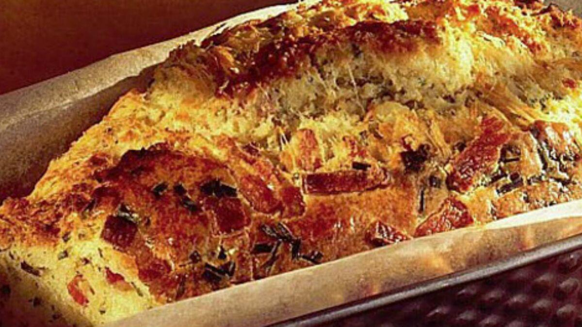 Cake salé échalotes-mozzarella-lardons