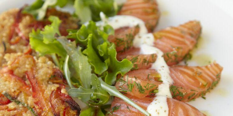 Saumon mariné aux herbes sur galette de quinoa