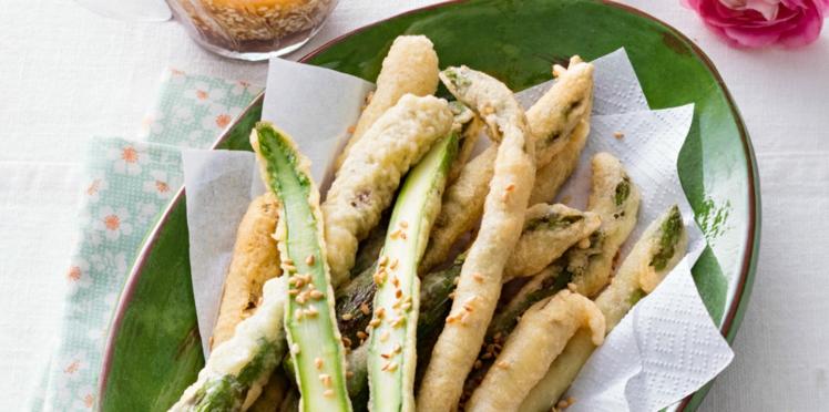 Tempura d'asperges vertes, sauce épicée