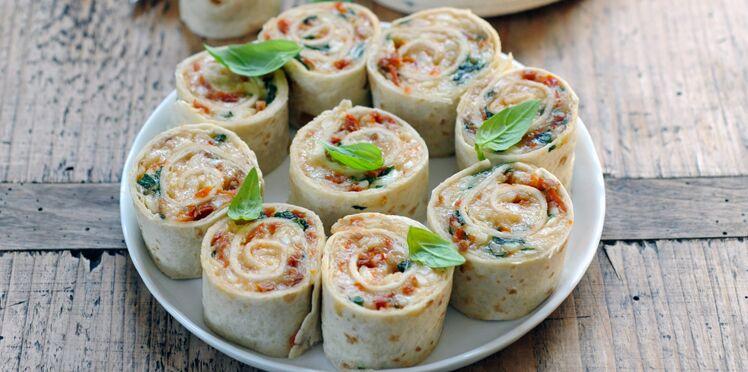 Petits wraps roulés au fromage de brebis et tomates séchées