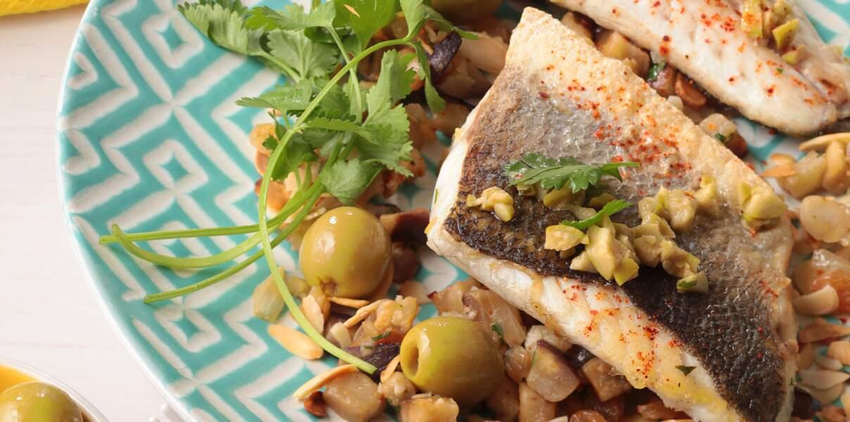Filet de bar piqué à l'olive verte, mitonnée d'aubergines et amandes torréfiées