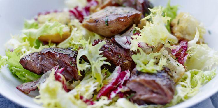 Joues de porc croustillantes à l'ail et aux aromates