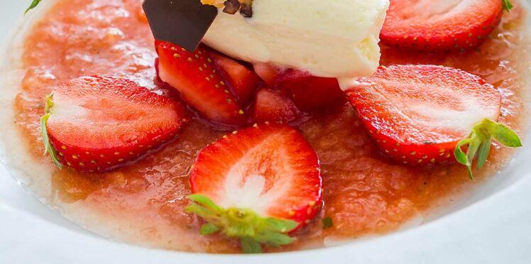 Gaspacho fraise tomate et tartare de charlotte a la menthe
