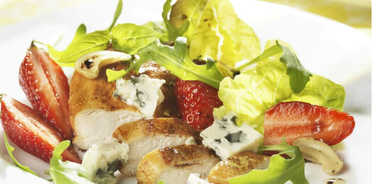 Fraîcheur de volaille, fraise et roquefort