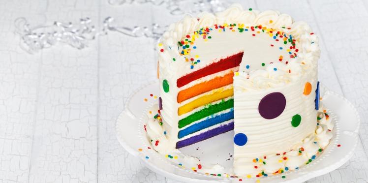 Gâteau arc-en-ciel pour un anniversaire de fille ou de garçon